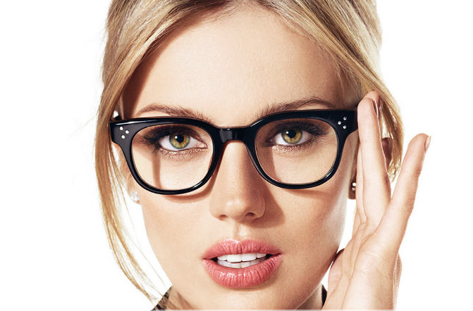 آرایش مناسب خانم های عینکی