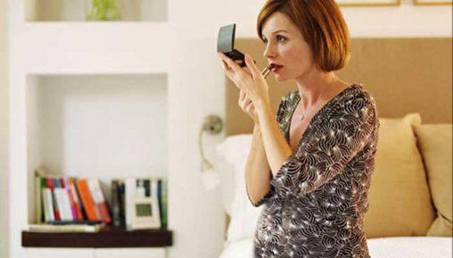 آیا استفاده از لوازم آرایش در دوران بارداری ضرر دارد؟