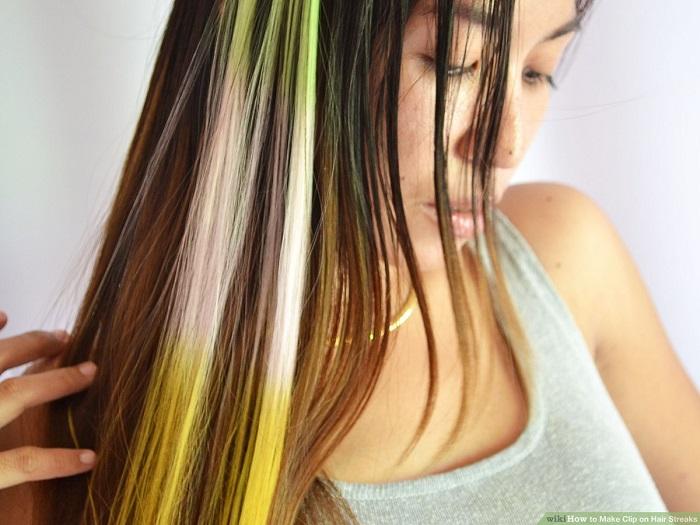 بین رنگ کردن موهایتان فاصله بیندازید.