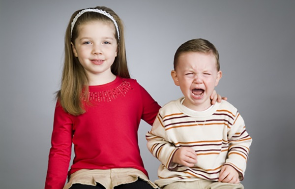 تاثیر-منفی-خواهر-و-برادر-در-شکل-گیری-شخصیت-انسان