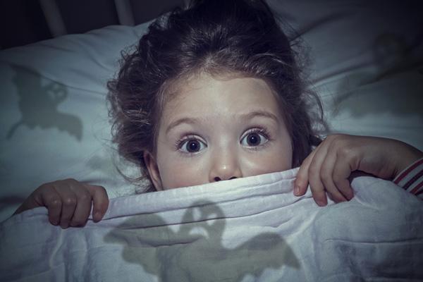 ترس-از-تاریکی-در-سنین-کودکی