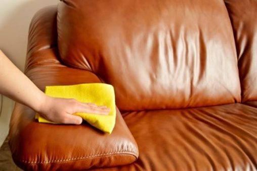 تمیزکردن مبل ها در خانه تکانی قبل عید