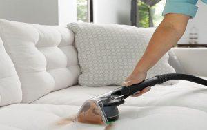 تمیز کردن مبل ها در خانه تکانی قبل عید