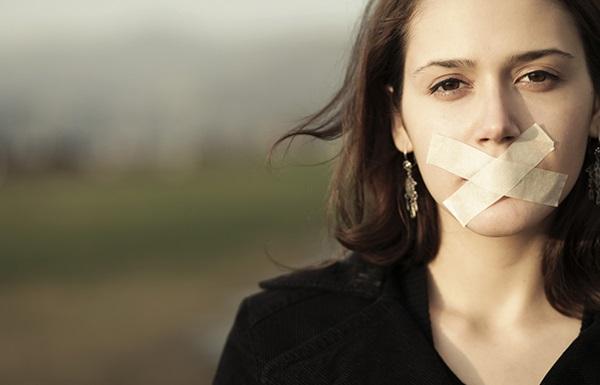 سکوت-زنان-مرگبار-است