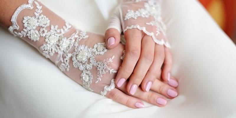 طراحی ناخن ساده و زیبای عروس
