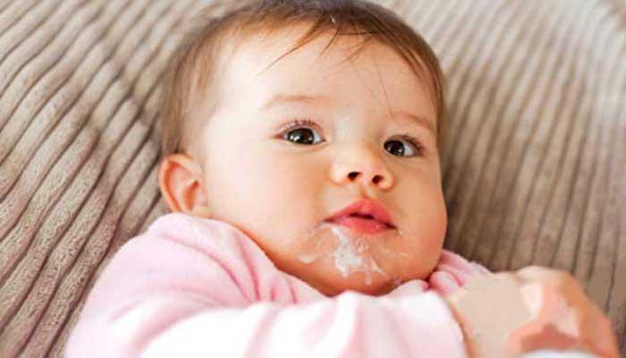 علائم ریفلاکس معده نوزادان و روش های درمان آن