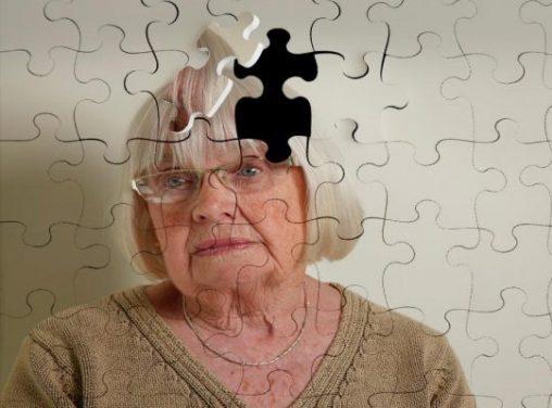 عواملی که خطر ابتلا به آلزایمر را افزایش می دهد