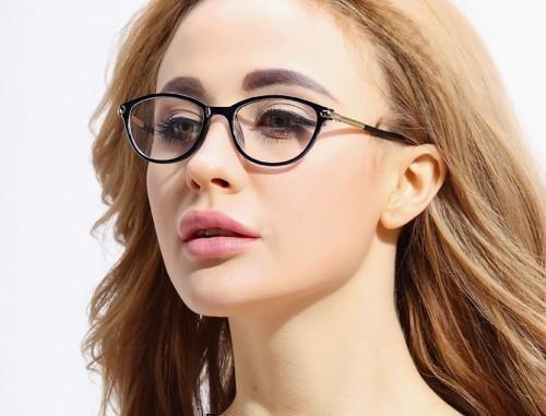 عینک مناسب با فرم صورت و رنگ پوست