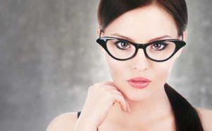 نمونه آرایش غلیظ و جسورانه برای خانم های عینکی