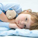 از چه زمانی جای خواب کودک را جدا کنیم؟