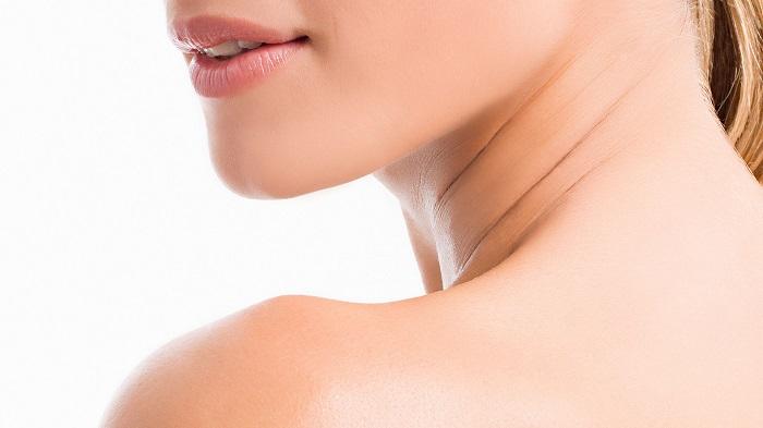 گردن خود را بچرخانید تا در راستای ستون فقرات تان باشد.