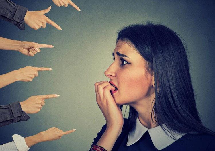 ترس از افکار دیگران نسبت به خود